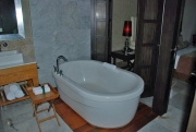 grand-luxxe-bubble-tub.jpg
