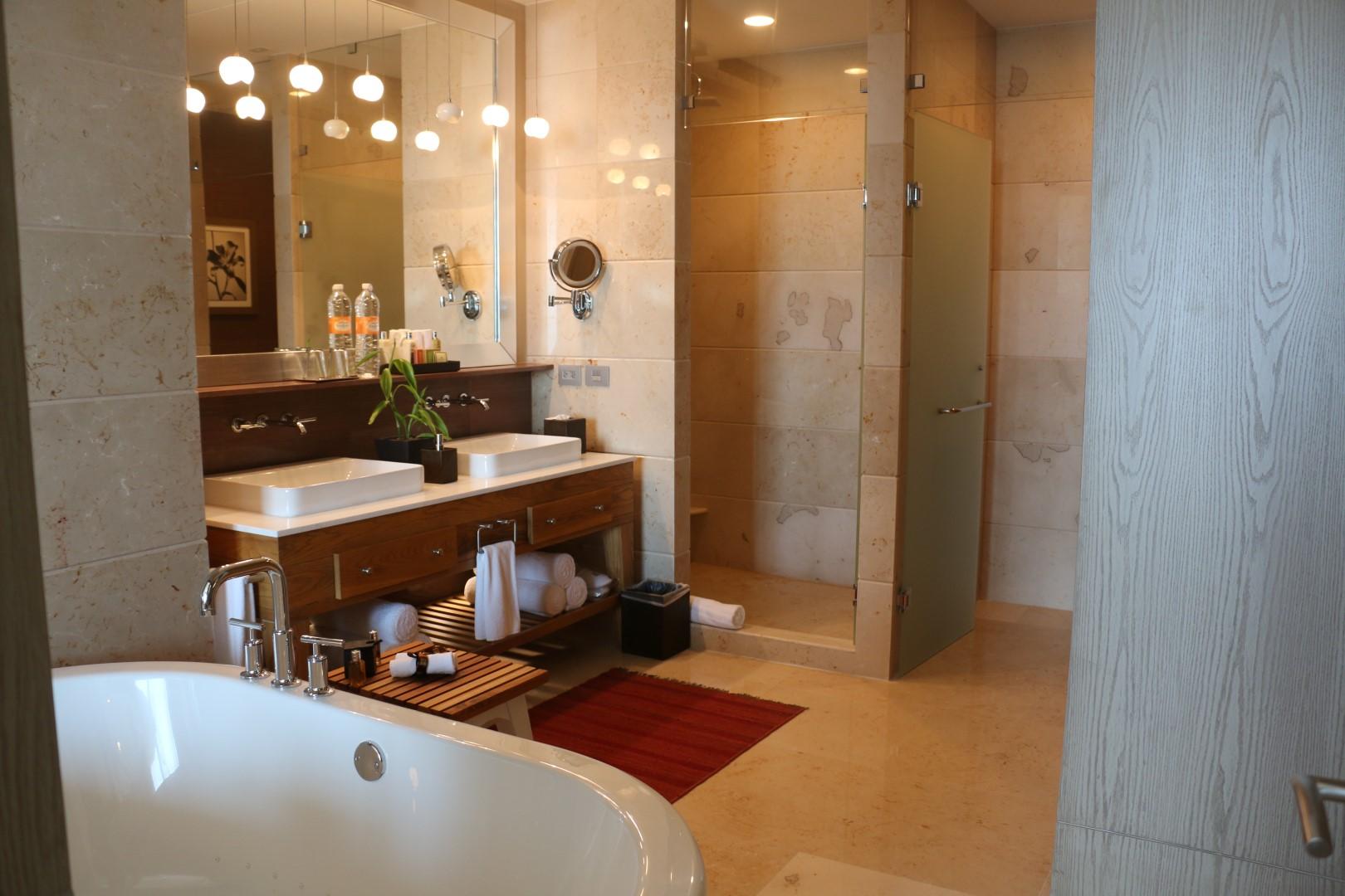 second-spa-tower-bathroom.JPG