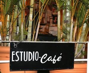 estudio restaurant sign