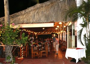 guidos outside dining