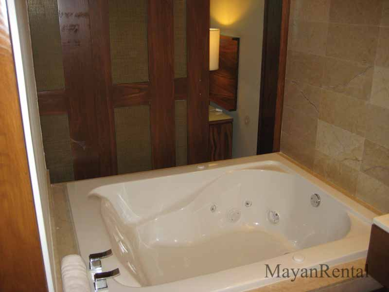 Grand Bliss Jacuzzi Tub